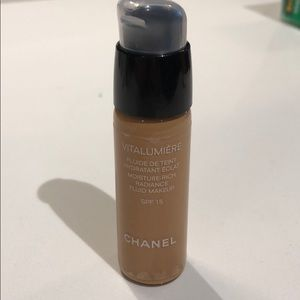 CHANEL VITALUMIERE RADIANCE FOUNDATION